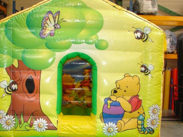 La maison Winnie l'ourson (piscine à boules)